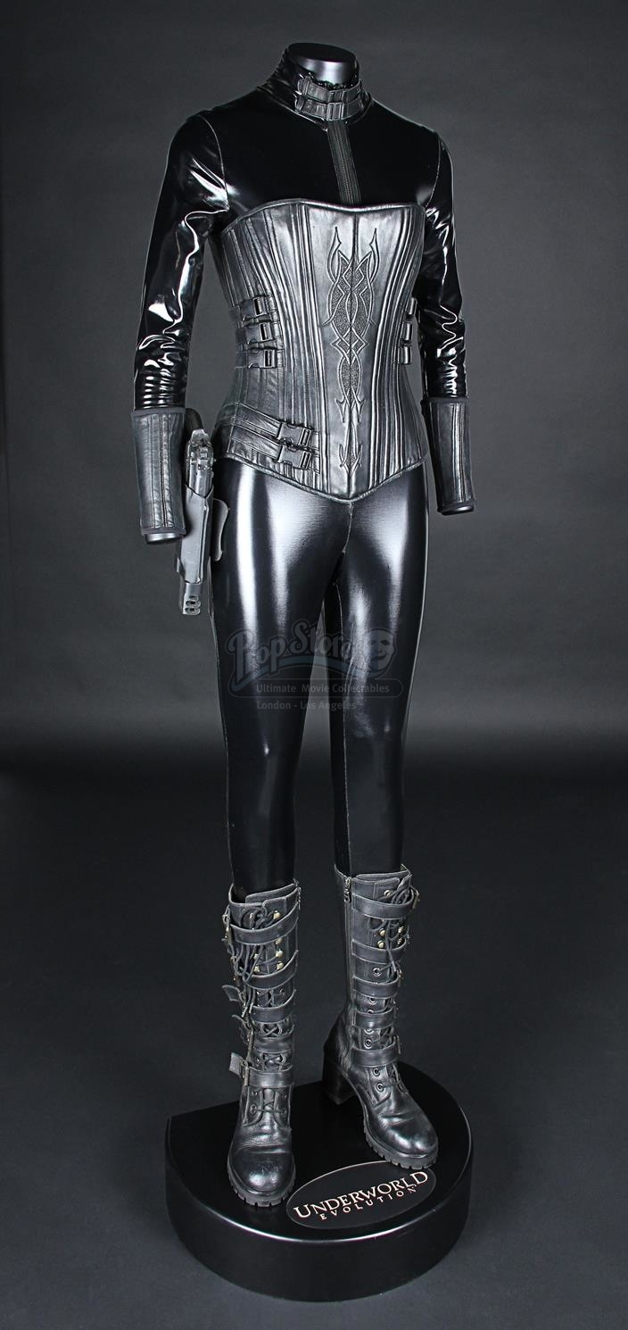 Prop Store - Ultimate Movie Collectables - London - Los Angeles & UNDERWORLD: EVOLUTION (2006) - Seleneu0027s (Kate Beckinsale) Death ...
