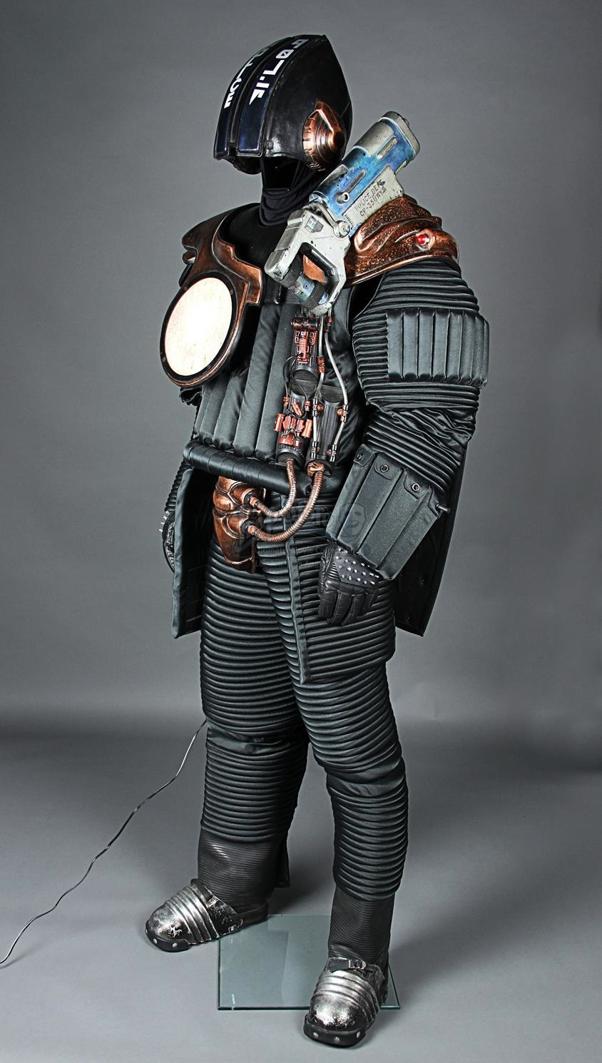 the fifth element 1997 policemans costume current
