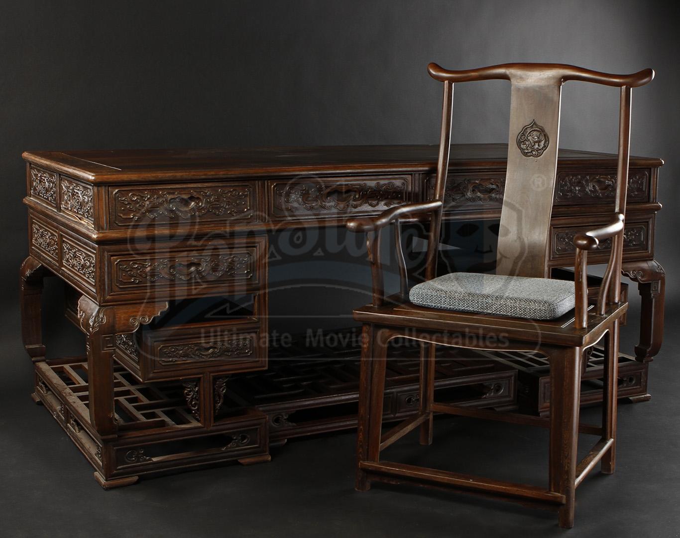 Pacific Rim Stacker Pentecost S Idris Elba Desk And Chair Current Price 1550