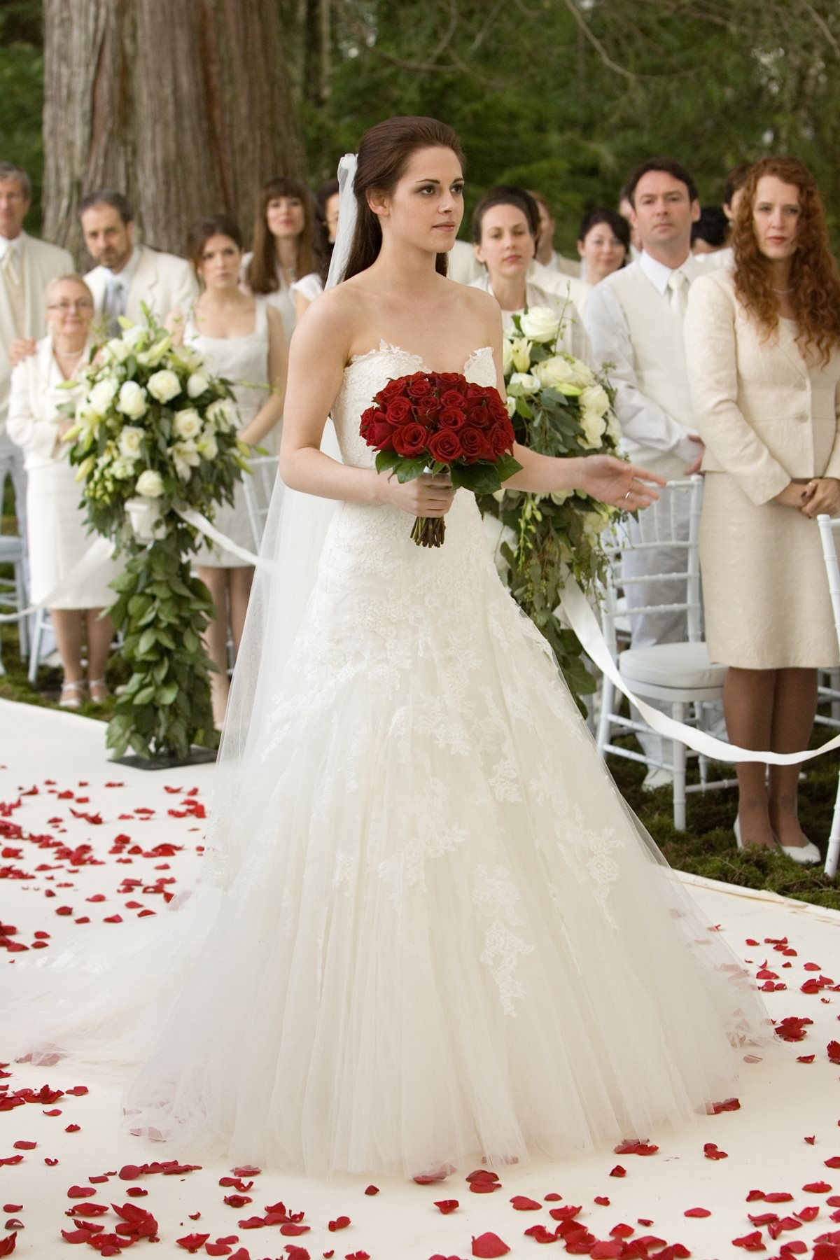 Bella Swan\'s Nightmare Wedding Dress and Veil - Current price: $1400