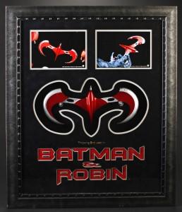 Batman_&_Robin_Robin_Throwing_Wing_1