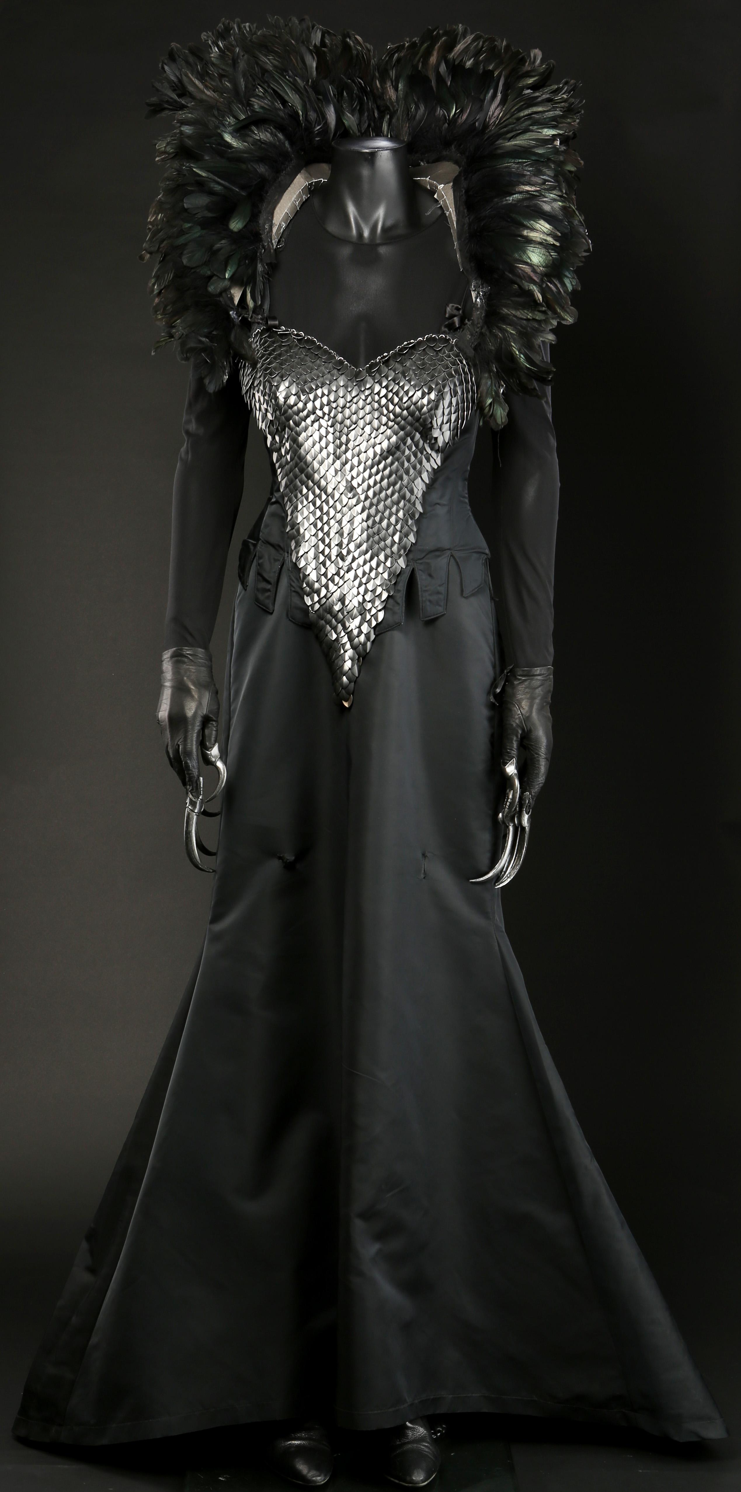 57796 Mother_Malkins_Change_1_Costume_4