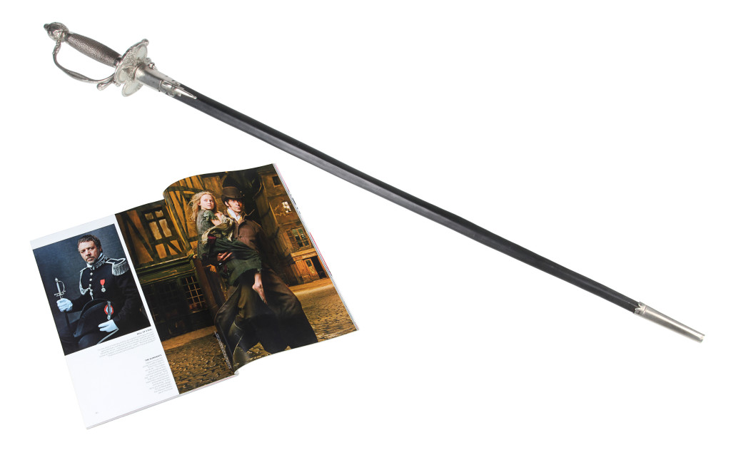 les-miserables-russell-crowe-sword-1