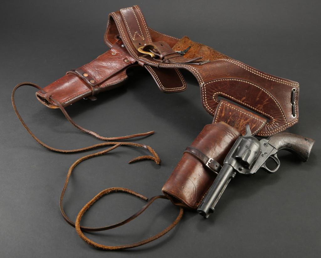 72590_Ethan-Chandler's-Stunt-Revolvers-and-Holster-Belt_2