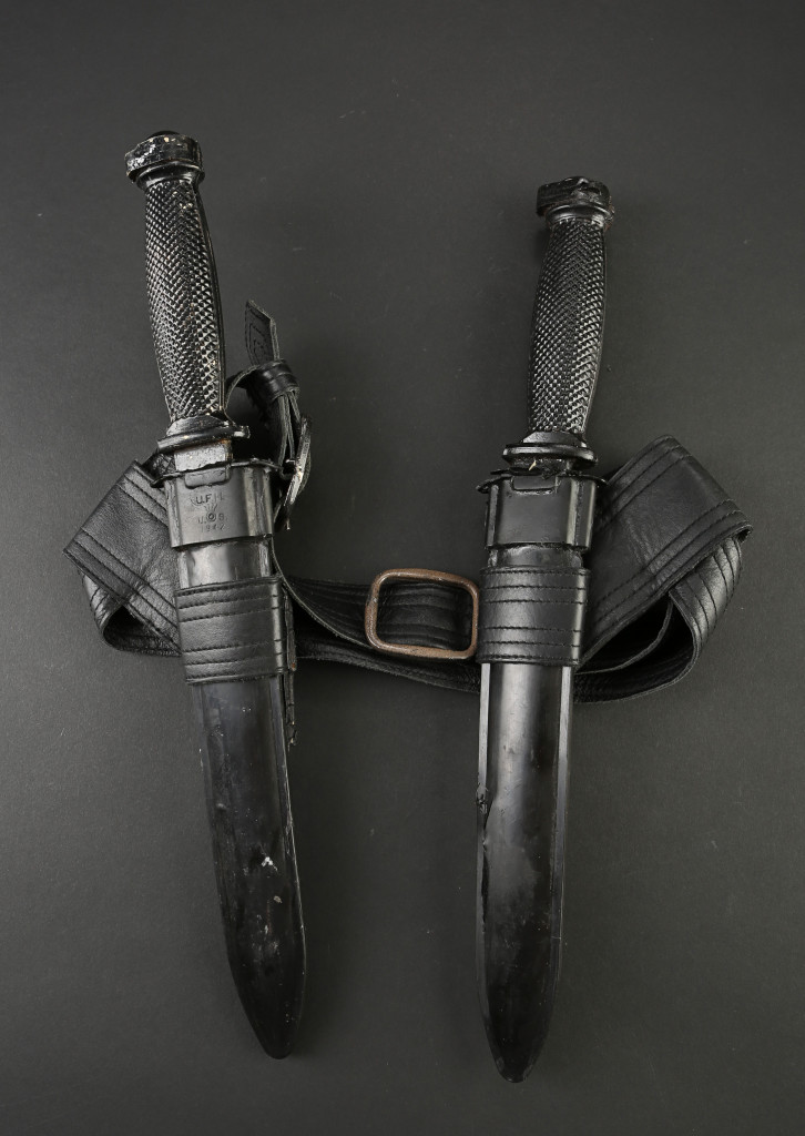 72573_Catriona-Hartdegen's-Knives-and-Belt-Holster_1