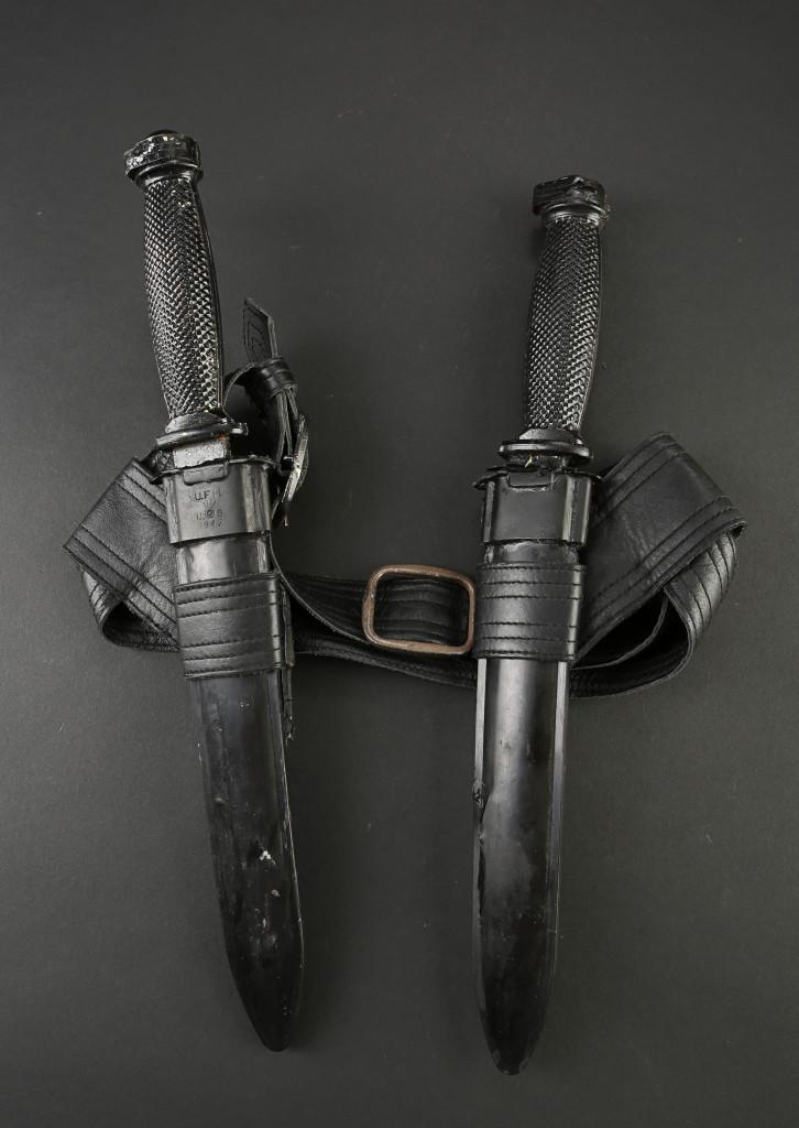 72573_Catriona-Hartdegen's-Knives-and-Belt-Holster_1
