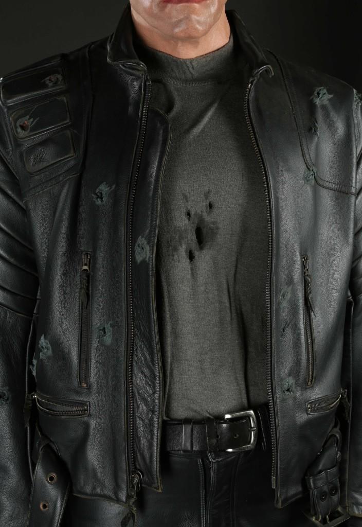 70437_Terminator-Arnold-Schwarzenegger-Costume-Display_5