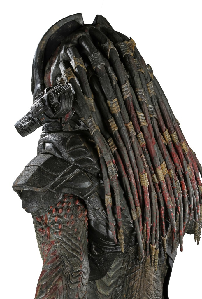 71709_Mr-Black-Predator-full-costume-on-display-stand_16