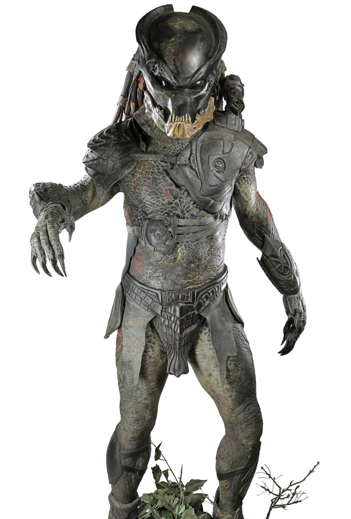 71709_Mr-Black-Predator-full-costume-on-display-stand_1